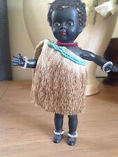 Vintage Retro Duro Plástico Negro vestido tradicional africana Girl Doll con cuentas