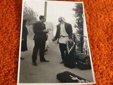 ancienne photo - maghreb - vendeur de tapis de rue