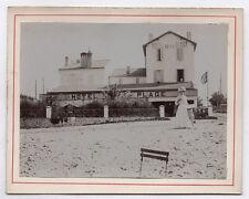 PHOTO ANCIENNE Hôtel de la Plage Vers 1900 Élégante Chapeau France Chaise