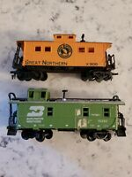 Two HO Scale - Caboose Great Northern x300 and Burlington Northern 10290