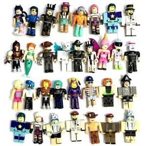 Random 20x ROBLOX Celebrity Collection Exclusive Building Figure Toy - No code