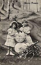 Ostern, Mädchen, Schubkarre mit zwei großen Eiern, 1911