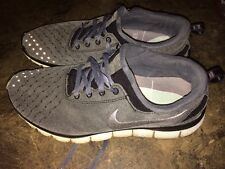 NIKE FREE RUN 5.0 MENS CHARCOAL GRAY, SILVER, BLACK AND WHITE SIZE 9.5