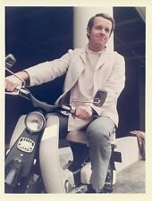 MIKE FARRELL MOTOR SCOOTER PORTRAIT THE INTERNS ORIGINAL COLOR 1970 CBS TV PHOTO
