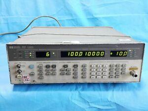 HP/Agilent SIGNAL GENERATOR HP 8657B 0.1-2060 MHz OPT 001 003