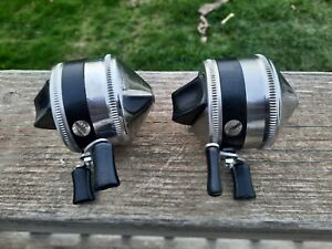 Lot of 2 Vintage Zebco 33 Black Band Fishing reels. Metal Foot, Nice condition.