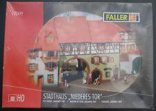 """FALLER 130499 - Stadthaus """"Niederes Tor"""" - H0 - Eisenbahn Bausatz Kit - NEU"""