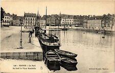 CPA VANNES - Le Port - Au fond la Place Gambetta (431333)
