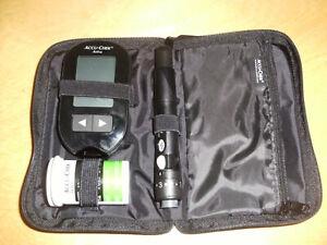 Accu-Check Aviva Blutzucker Messgerät + Multiclix Stechhilfe + 11 Lanzetten Blut