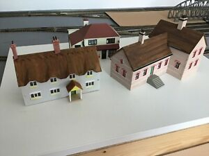Small job lot of 00 gauge building