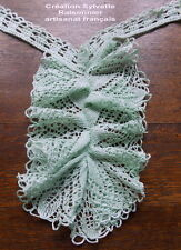 JABOT EN DENTELLE VERT PALE GRAND VOLANT FAIT MAIN CREATION SYLVETTE RAISONNIER