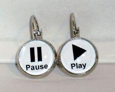 Ohrringe Play Pause Damen Ohrschmuck Modeschmuck Leverback Glas Cabochon Weiß