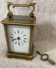 Antiguo Carro Reloj con llave de latón macizo.