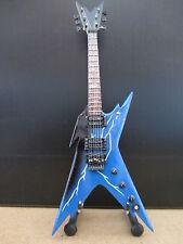 Guitare miniature Dean Razorback de Dimebag Darrell du groupe Pantera