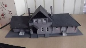 Built Life-Like ho scale Railroad Station in very good condition