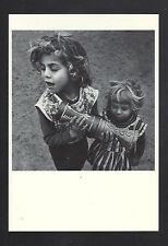 FES (MAROC) Jeune MUSICIENNE avec INSTRUMENT de MUSIQUE Local en 1973