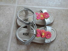 See Kai Run girls Kira T Strap Sandals Silver/pink flowers Leather. NWOB. New 9