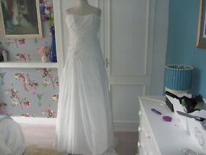 Maggie Sottero chiffon beaded wedding dress. lace up. long train ivory  size 4