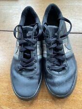 Zapatos de Cuero Negro, Gris y aumento de oro Nike