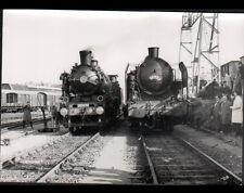 PARIS GRENELLE-MARCHANDISES (XV°) TRAIN en GARE animée en 1966 / Photo J. BAZIN