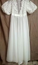 Vintage RADCLIFFE 60'S 2 pc White Peignoir set 100% Nylon and Lace Petite EUC