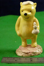 ROYAL DOULTON WINNIE THE POOH COLLECTION POOH LIGHTS THE CANDLE WP11 sw166