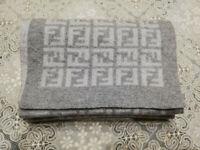 Sciarpa Fendi originale 100% Wool Lana Uomo Donna