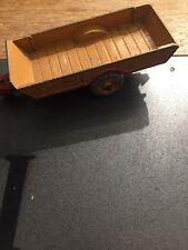 DINKY TOYS MODEL HALESOWEN HARVEST FARM TRAILER PT NO 320 1954 ON BEIGE RED CAST