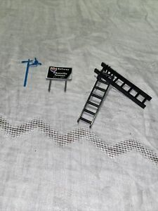 HO Scale Sign Pikesville Towson 695  Sign 2 Ladders Wind vane
