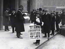 WHITE storico disastro TITANIC AFFONDA Notizie Boy segno art print poster cc1526