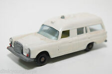 MATCHBOX LESNEY 3 MERCEDES BENZ BINZ AMBULANCE EXCELLENT REPAINT