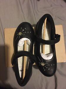 Girls Clarks Shoes size UK13F