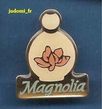 Pin's pin PARFUM EAU DE TOILETTE MAGNOLIA YVES ROCHER (ref 013)