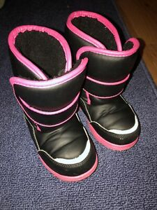 GIRLS TODDLER SIZE 9 PINK & BLACK WINTER SNOW BOOTS