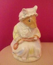 RARE ROYAL DOULTON BRAMBLY HEDGE FIGURE - LILY WEAVER DBH 19 - PERFECT !!