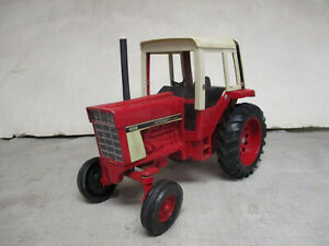 (1980) International Harvester Model 1586 Toy Tractor, 1/16 Scale