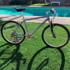 "1996 Specialized Stumpjumper M2 Mountain Bike Silver Manitou 18"" Stump Jumper"