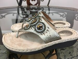 Clarks Womens Size 8.5 M Beaded Gold  Thong Leather Sandals 32235  #S