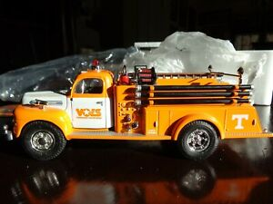 1951 FORD PUMPER FIRE TRUCK UT TENNESSEE VOLS LTD ED FIRST GEAR 1/34 DIECAST