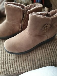 Ladies Cotton Traders Boots Size 8