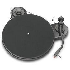 Pro-Ject RPM 1.3 Genie Manueller Plattenspieler Ortofon 2M Red glänzend schwarz