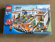 LEGO - CITY ( SET 7642 - GARAGE ) BRAND NEW - VERY RARE - YEAR 2009