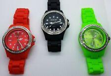 Damenuhr mit Kunststoffarmband Crystal-Besatz- Rot Grün Schwarz - Uhr Armbanduhr