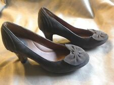 "Clarks Artisan brown suede pumps, women's 8.5 M med., bow, high 3"" heel, leather"