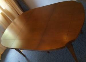 Grand Vintage Solid Wood Dining Table With Two Leaves - BEAUTIFUL VINTAGE TABLE