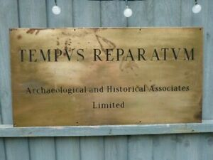 """LARGE HEAVY VINTAGE BRASS COMPANY NAME WALL PLAQUE SIGN.""""TEMPVS REPARATVM"""" 5KGS."""