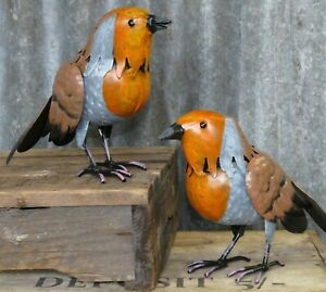 PAIR OF LARGE ROBINS METAL BIRD HAND PAINTED GARDEN OR HOME ORNAMENT