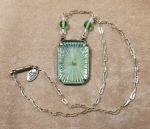 Pididdly Links Necklace Camphor Glass Style – Green Glass w/ Angels
