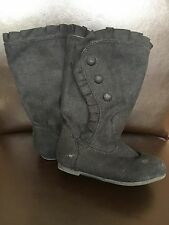 Girl's size 7 black faux suede boots shoes <T13538