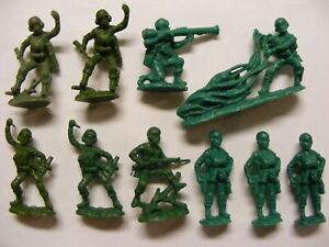 Lot of 10 Green Plastic Paratroopers by Atlantic of Italy, 1/32 Scale, No Box